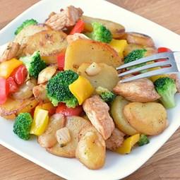 Obrázek Kuřecí prsa, opečené brambory, zelenina  500 g