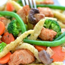 Obrázek Špecle s kuřecím masem a zeleninou 500g